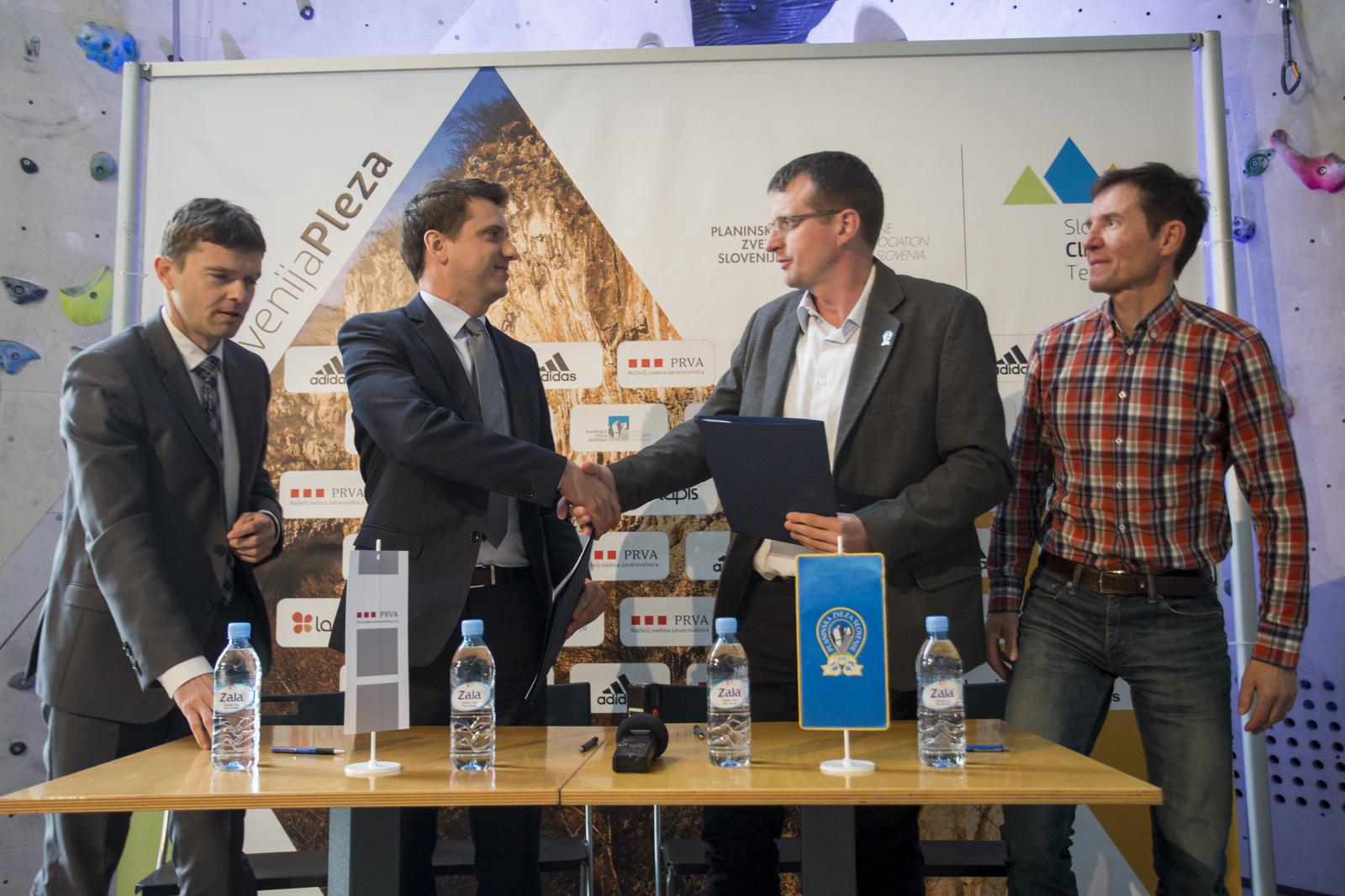 SlovenijaPleza2018_podpis_pogodbe_1_UU