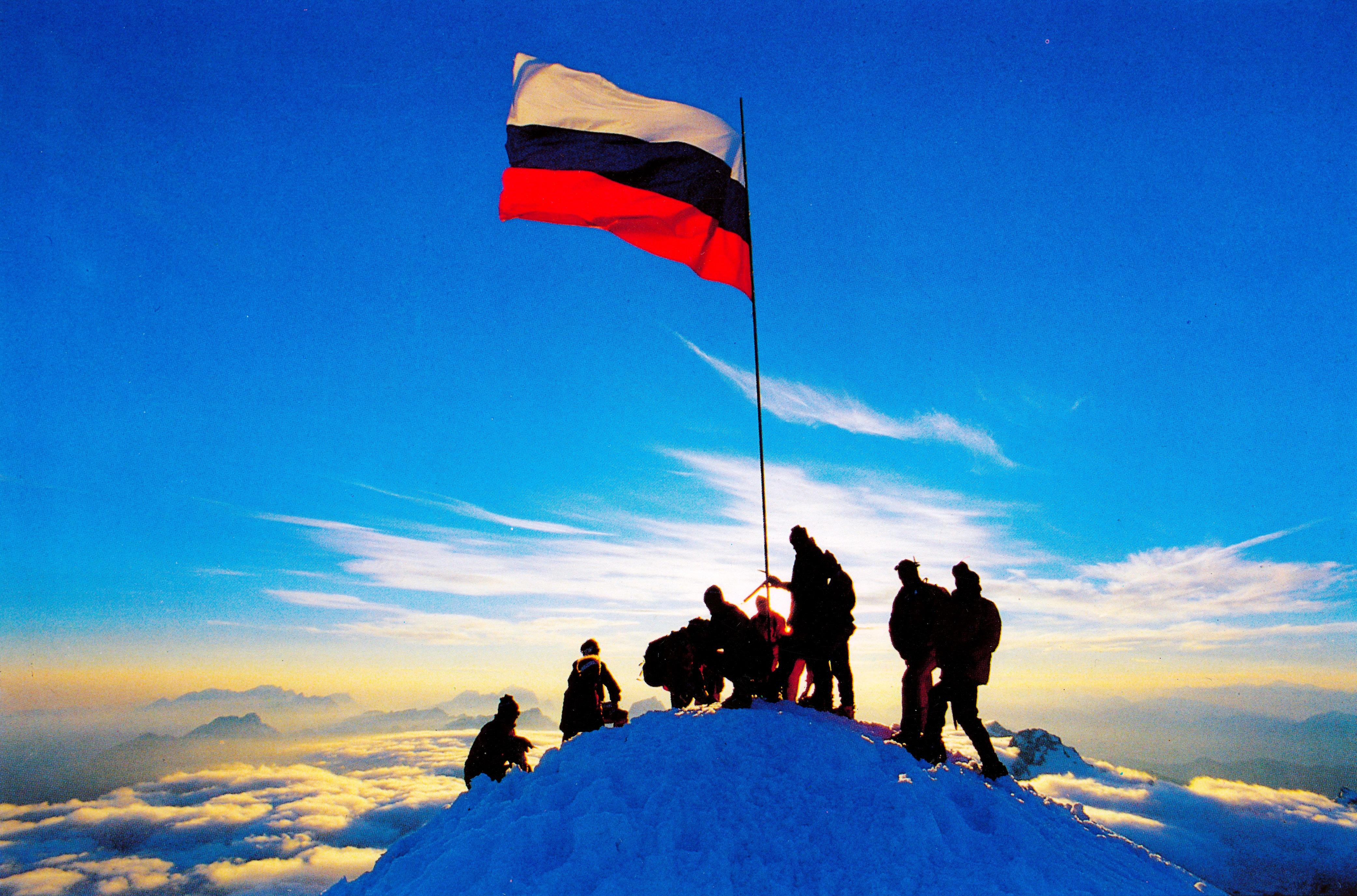 triglav_razvitje_zastave_1991_foto_joco_znidarsic