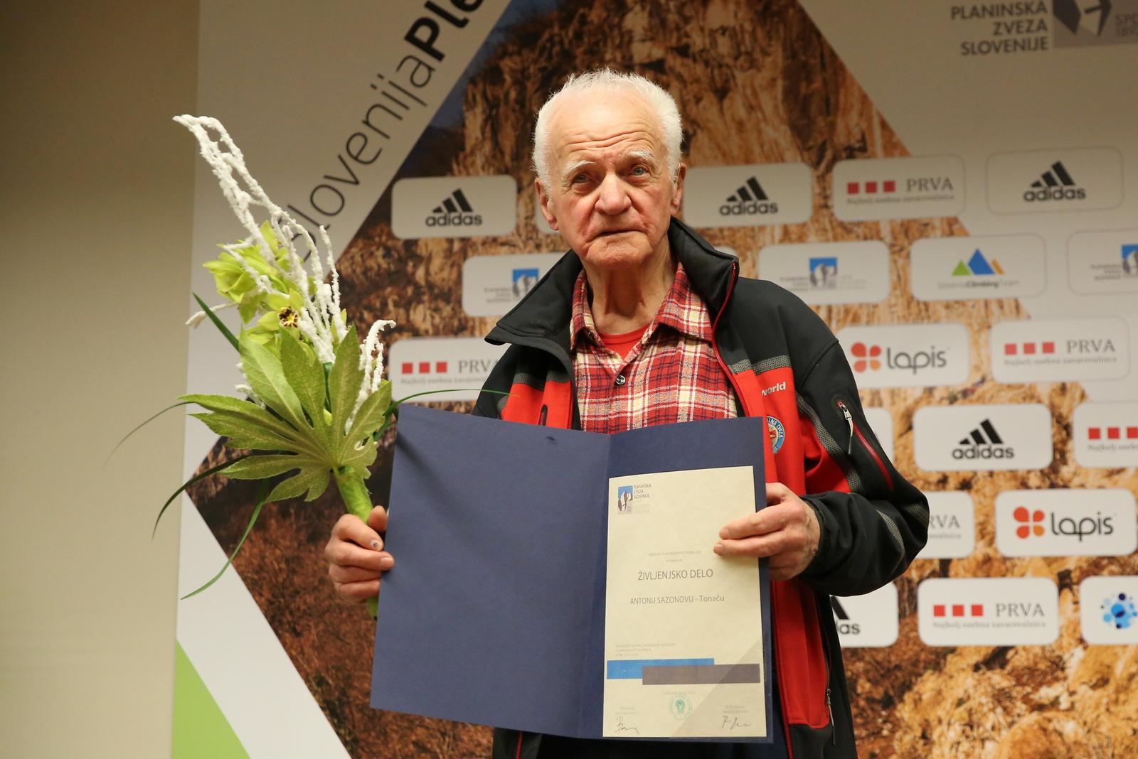 anton_sazonov_tonac_priznanje_za_zivljenjsko_delo_v_alpinizmu_foto_oto_zan