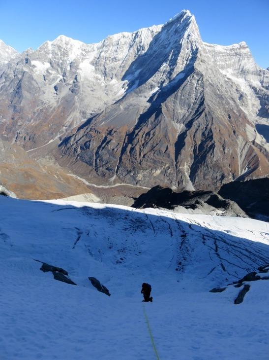 Plezanje na koto 5900 m (foto Matej Mučič)