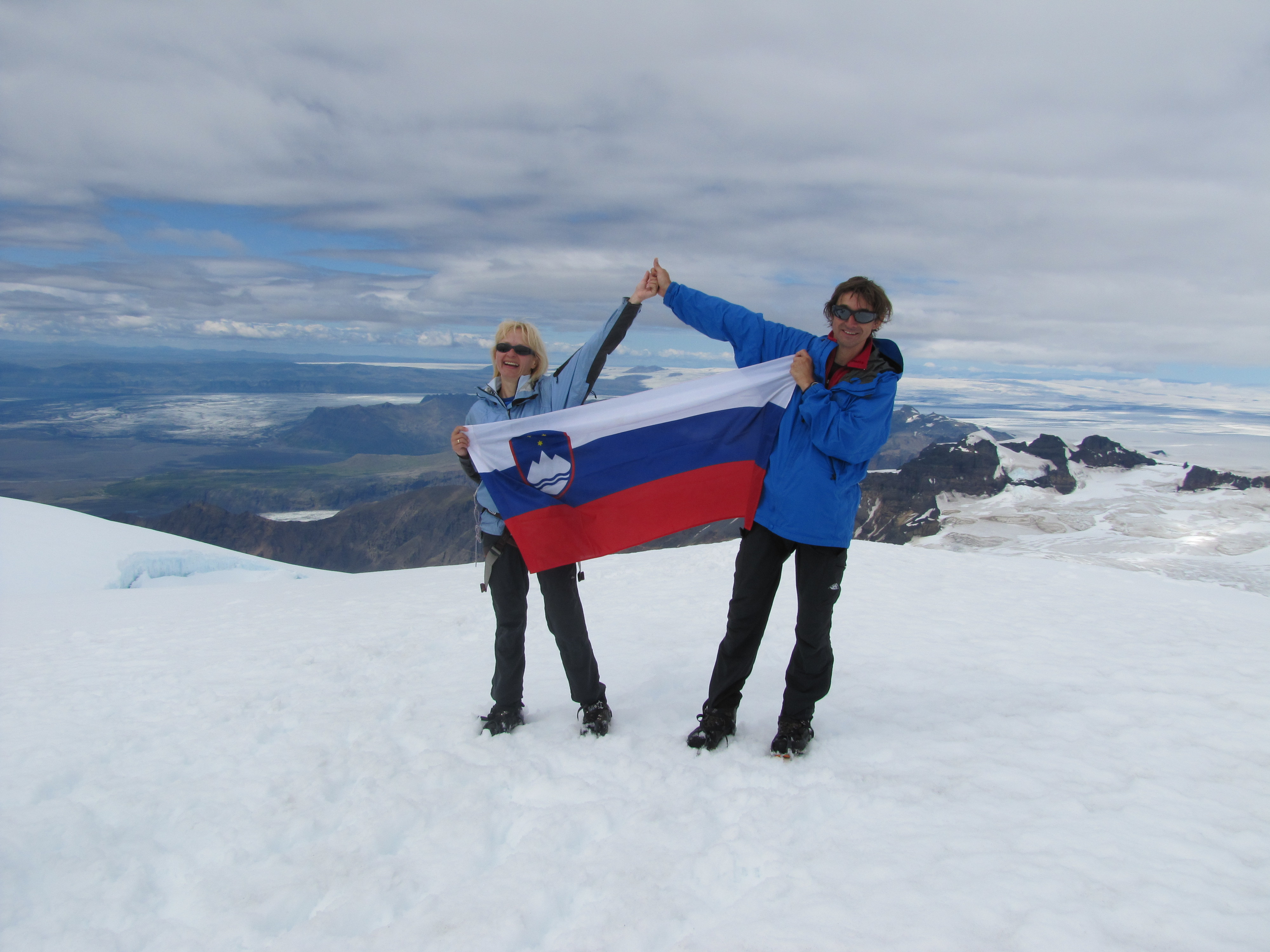 Jo_e_in_Andreja_na_najvi_jem_vrhu_Islandije_osebni_arhiv