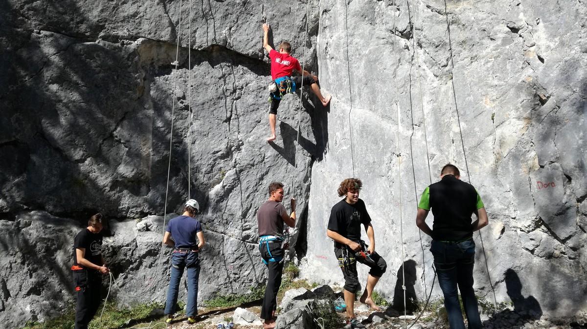 mk_pzs_s_studenti_v_hribe_studentski_planinski_tabor_foto_arhiv_mk_pzs__2_